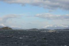 O canal do lebreiro que separa a ilha principal do arquipélago de Tierra del Fuego e que encontra-se ao sul da ilha imagem de stock