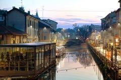 O canal grandioso de Naviglio em Milão, Itália Imagens de Stock Royalty Free