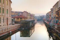 O canal grandioso de Naviglio em Milão, Itália Imagem de Stock Royalty Free