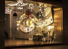 O candelabro de cristal moderno do diodo emissor de luz conduziu a lâmpada de parede, iluminação do teto, iluminação comercial da imagem de stock royalty free