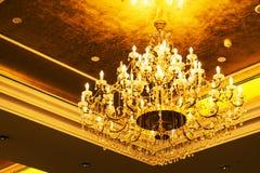 o candelabro detalhado do ouro foto de stock royalty free
