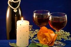 O candlight do vinho e levantou-se Imagens de Stock Royalty Free