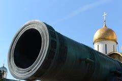 O canhão do czar no Kremlin de Moscou Foto de Stock