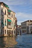 O canto do canal grande em Veneza imagem de stock royalty free