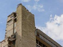 O canto superior do descascado para baixo, metade demuliu o prédio de apartamentos no niehgborhood do rabot, Ghent Fotografia de Stock
