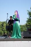 O cantor da mulher executa na celebração de Sabantui em Moscou Foto de Stock Royalty Free