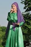 O cantor da mulher executa na celebração de Sabantui em Moscou Imagens de Stock Royalty Free