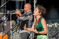 O cantor de Natalia Lafourcade de México executa no festival de Dcode fotos de stock royalty free