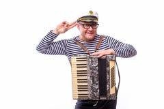 O cantor do empresário do marinheiro com instrumentos musicais rufa e acordeão Fotografia de Stock Royalty Free