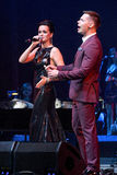 O cantor Slava L e Stas Piekha R executa na fase durante concerto do aniversário do ano de Viktor Drobysh o 50th em Barclay Cente Imagem de Stock