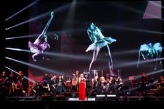 O cantor Valeria executa na fase durante concerto do aniversário do ano de Viktor Drobysh o 50th em Barclay Center Imagens de Stock Royalty Free