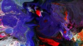 O caos grande do golpe do grunge colorido do teste padrão da tinta espalhou no leite e na água vídeos de arquivo