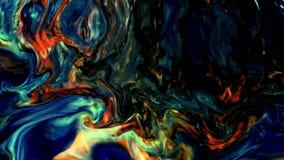 O caos grande do golpe do grunge colorido do teste padrão da tinta espalhou no leite e na água video estoque