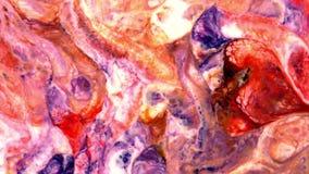 O caos grande do golpe do grunge colorido do teste padrão da tinta espalhou no leite e na água filme