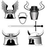 O capacete, o protetor e a espada do cavaleiro Imagens de Stock
