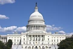 O Capitólio dos E.U. na paisagem do Washington DC fotografia de stock
