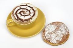 O Cappuccino e krapfen imagens de stock royalty free