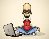 Usuário na camisa e em óculos de sol vermelhos com um portátil Imagens de Stock