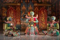 O caráter TAILANDÊS de KHON Kumarakorn na história de Ramayana é dança da máscara imagem de stock