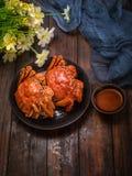 O caranguejo cozinhado dois está na tabela foto de stock royalty free