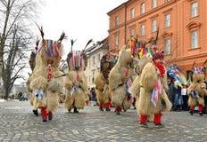 O carnaval tradicional shrove sobre sábado com figuras tradicionais imagem de stock