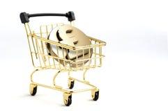 O carrinho de compras contém o símbolo do rcoin da libra 3d para dentro na parte traseira do branco Fotografia de Stock