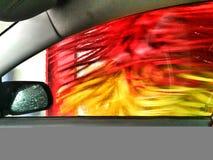 o carro é lavado em automático Fotos de Stock Royalty Free