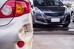 O carro amolgou o amortecedor traseiro danificado imagens de stock royalty free