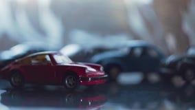 O carro do brinquedo do esporte Muito rápido como meninas Da cor vermelha video estoque