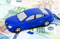 O carro do brinquedo para euro- notas de banco Imagem de Stock Royalty Free