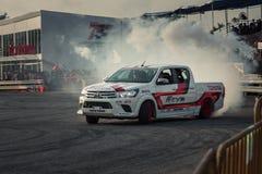 O carro do recolhimento executa a derivação com o fumo Foto de Stock