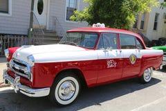 O carro do táxi da maratona do verificador produziu pelo Verificador Motores Corporaçõ foto de stock