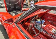 O carro do vintage detalha o motor e o interior interiores Fotografia de Stock Royalty Free
