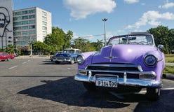 O carro do vintage em Havana, Cuba até à data dos povos cubanos do outubro 2011 obteve finalmente o direito de trocar em comprar  Imagem de Stock