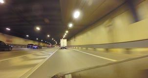 O carro entra no túnel na alta velocidade imagens de stock