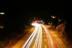 O carro ilumina a condução na distância imagem de stock royalty free