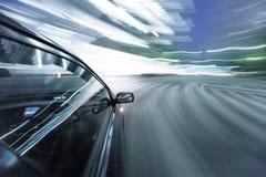 O carro move-se na grande velocidade Foto de Stock