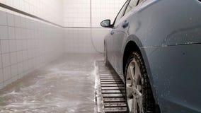 O carro na lavagem de carros vídeos de arquivo