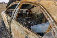 O carro para fora queimado despejou pelo lado da estrada Imagem de Stock Royalty Free