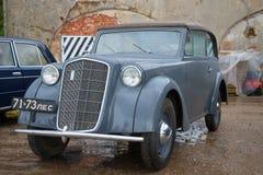 O carro que é esgotado aos Jogos Olímpicos alemães de Opel Olympia 1936 em Kronstadt imagem de stock royalty free