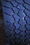 O carro roda dentro uma loja das vendas do carro Fotografia de Stock