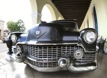 O carro velho clássico é cor preta Imagem de Stock