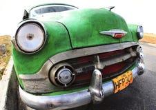 O carro velho clássico é cor verde Foto de Stock Royalty Free