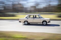 O carro velho do russo do século passado move-se rapidamente efeito de borrão Imagem de Stock