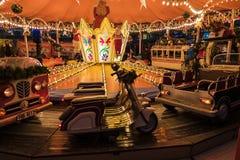 O carrossel do Natal é um entretenimento favorito para crianças e adultos no dia de Natal Imagem de Stock