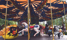 O carrossel no parque Gagarin em Novokuznetsk Fotografia de Stock Royalty Free