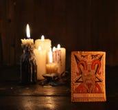 O cartão de tarô com velas Imagem de Stock