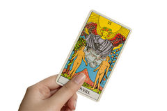 O cartão de tarô dos amantes no fundo branco fotografia de stock