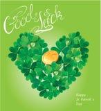 O cartão do feriado com palavras caligráficas boa sorte e trevo ouve-se Fotos de Stock
