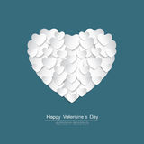 O cartão feliz do dia de Valentim com papel branco do coração cortou s Fotos de Stock Royalty Free